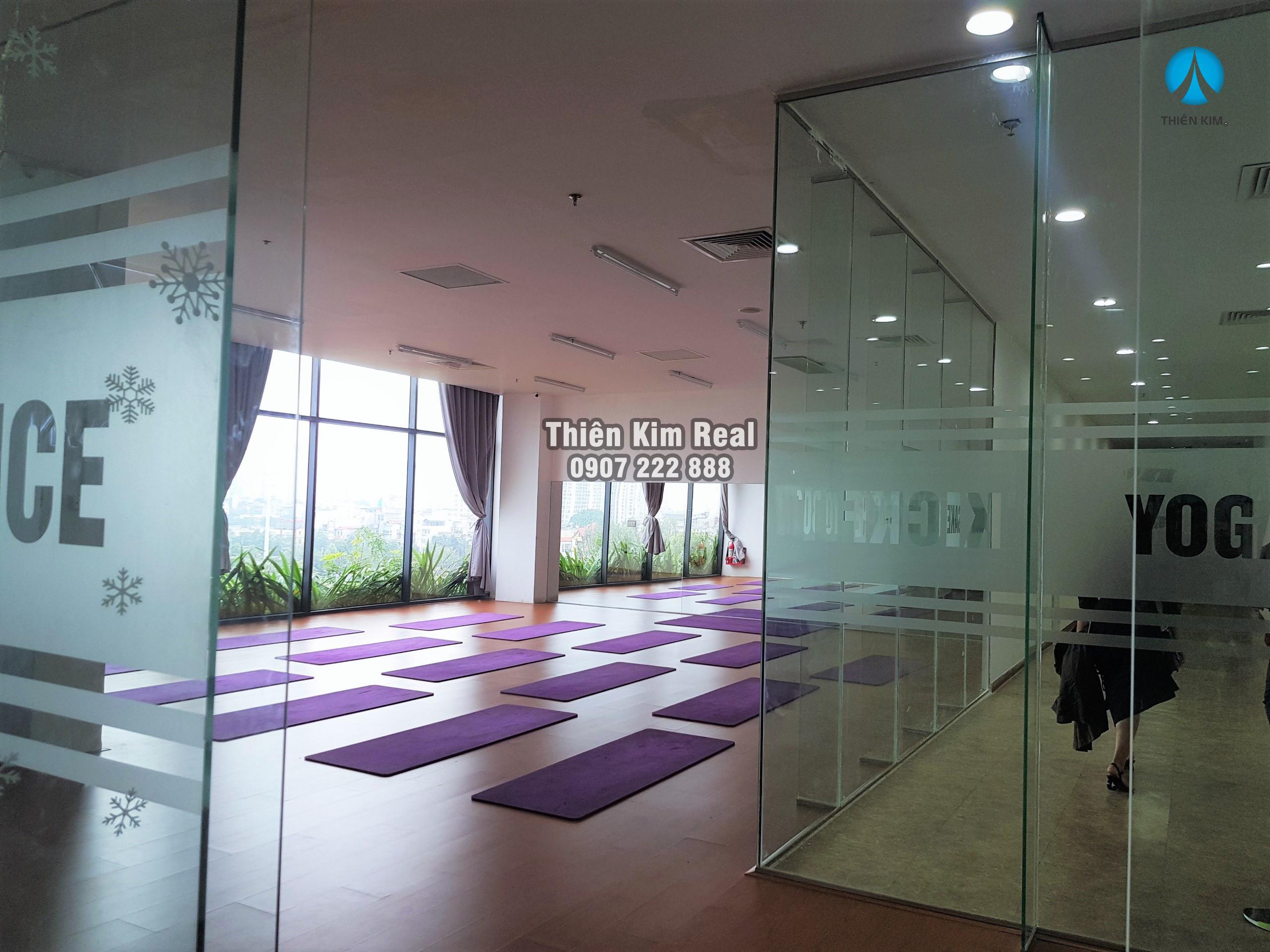phong-tap-yoga-ecolife-capitol-to-huu