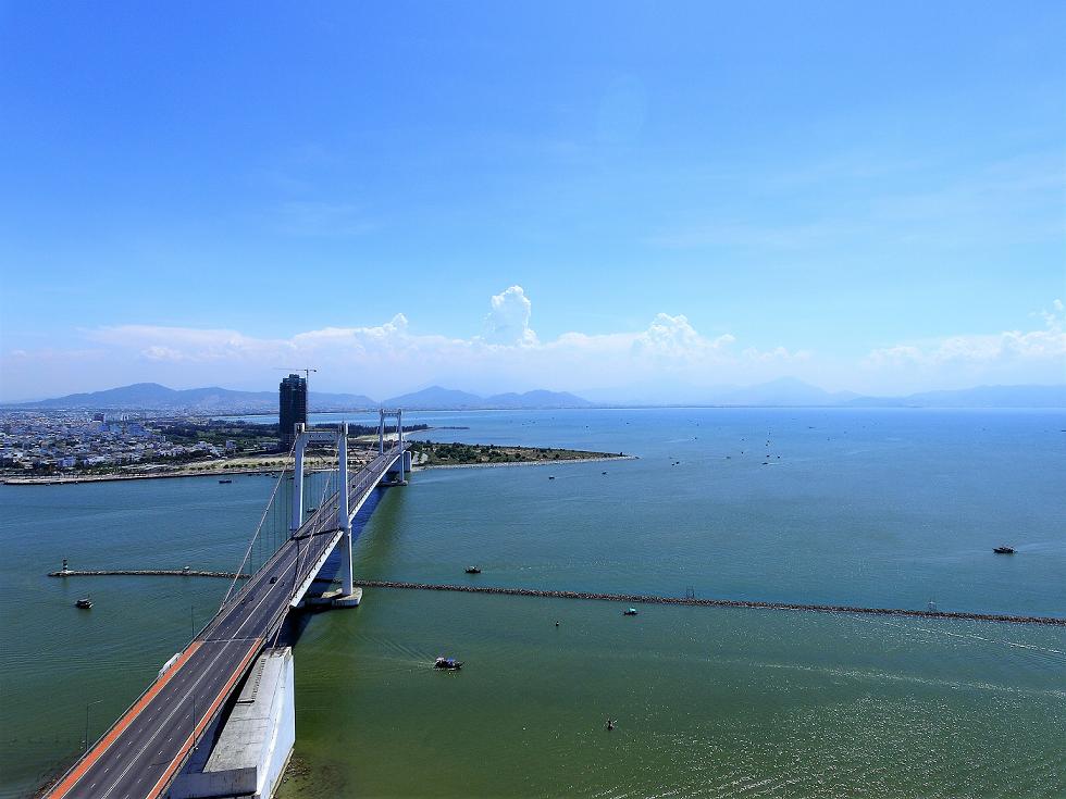 view khachh san Da Nang golden bay