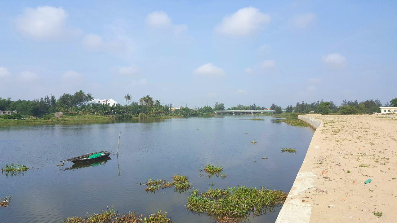 Sông Cổ Cò tiếp giáp dự án và một phần view làng rau Trà Quế