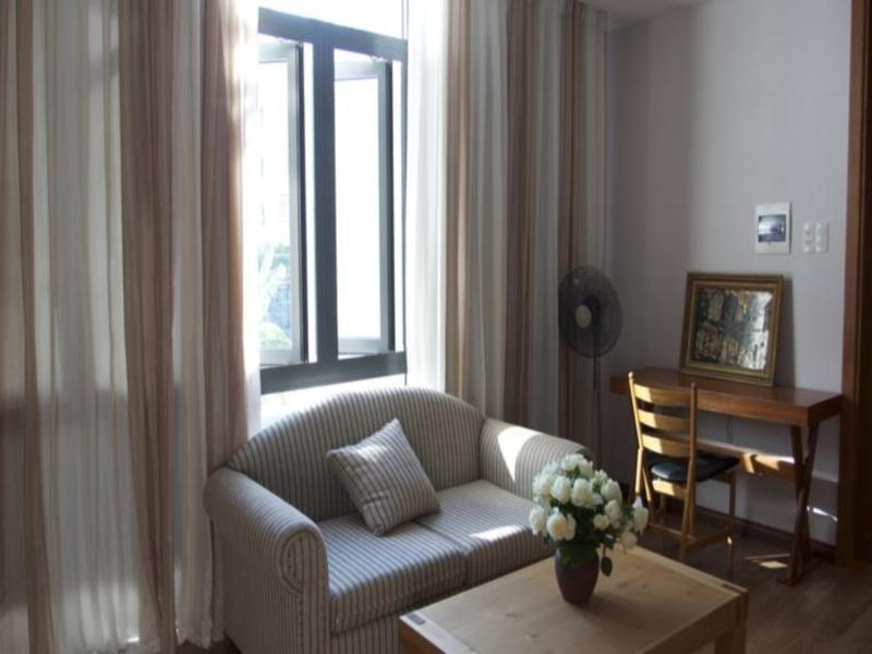 Cho thuê biệt thự đường Đỗ Thế Chấp, 240m<sup>2</sup>, 3 tầng, 6 phòng ngủ, sân vườn