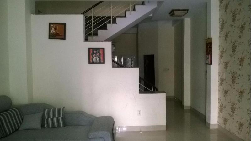 Cho thuê nhà đường Bế Văn Đàn, 3 tầng, 3 phòng ngủ sân vườn,, 10 triệu/tháng