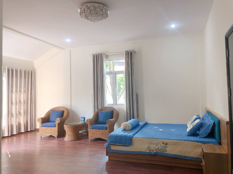 Cho thuê biệt thự đường Ngô Quyền , thuộc Khu biệt thự Phúc Lộc Viên, 210m<sup>2</sup>, 2 tầng, 4 phòng ngủ, sân vườn