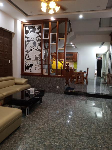 Cho thuê nhà đường Nguyễn Xí, 3 tầng, 5 phòng ngủ, 13 triệu/tháng